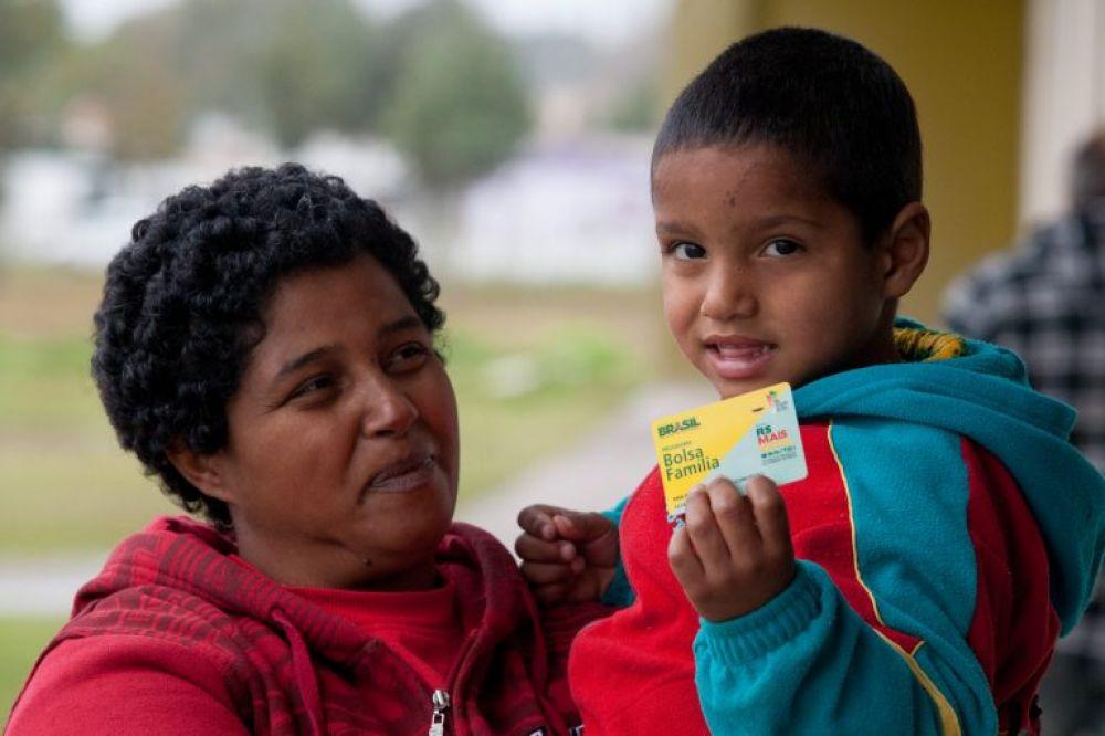 Auxílio Brasil, substituto do Bolsa Família, deve beneficiar 14,7 milhões de famílias em 2022